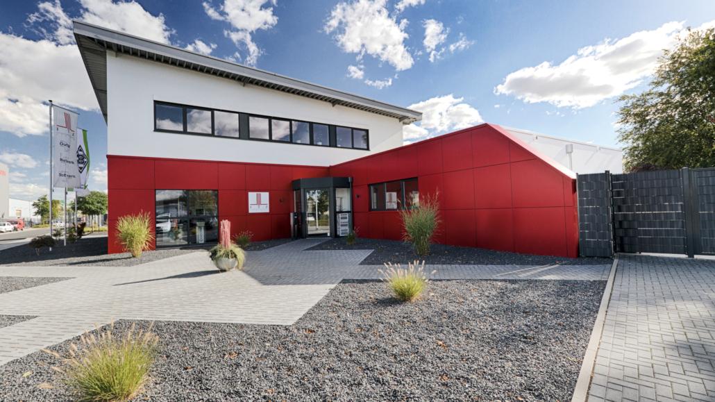 ITZ Rhein/Maas GmbH Firmengebäude im Sonnenschein